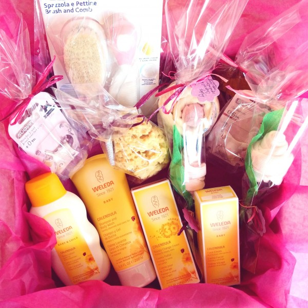 WELEDA Gift Idea with 4 Weleda Products + Cupcake (Bib + Socks) | Available in Boys, Girls and Unisex Version
